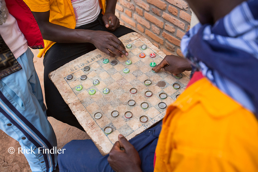 BURUNDI, Ruyigi: 10 June 2015 Ruyigi Re-education Centre Feature.<br /> See accompanying article for general information. <br /> Pictured: Inmates play checkers with bottle tops. <br /> Rick Findler / Story Picture Agency
