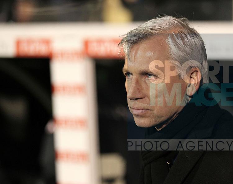 Newcastle's Alan Pardew looks on dejected..Fulham v  Newcastle - Premier League - Craven Cottage, London- 10/12/12 - Picture David Klein/Sportimage