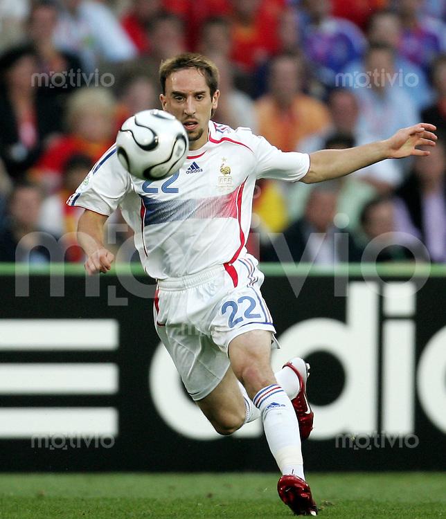 Fussball WM 2006  Achtefinale  Spiel 56 Spanien - Frankreich Spain - France  Frank RIBERY (FRA) am Ball.