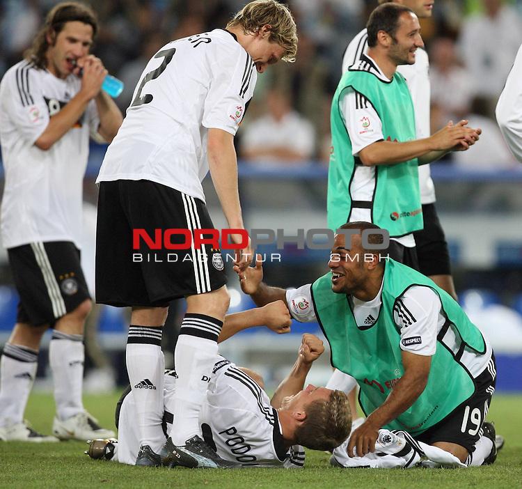 UEFA Euro 2008 Semi-Finals Match 29 Basel - St. Jakob-Park. Deutschland ( GER ) - T&uuml;rkei ( TUR ) 3:2 ( 1:1 ). <br /> Torsten Frings ( Germany / Mittelfeldspieler / Midfielder / Werder Bremen #08 ), Marcell Jansen ( Germany / Verteidiger / Defender / Bayern Muenchen #02 ), Lukas Podolski ( Germany / Angreifer / Forward / Bayern Muenchen #20 ), David Okondor ( Germany / Angreifer / Forward / Betis Sevilla #19 ) und Oliver Neuville ( Germany / Angreifer / Forward / Gladbach #10 ) (l-r) feiern den Sieg.<br /> Foto &copy; nph (  nordphoto  )
