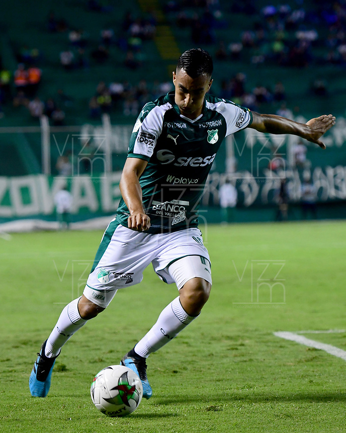 PALMIRA - COLOMBIA, 28-09-2019: Cristian Rivera del Cali en acción durante el partido entre Deportivo Cali y Patriotas Boyacá por la fecha 13, cudrangulares semifinales, de la Liga Águila I 2019 jugado en el estadio Deportivo Cali de la ciudad de Palmira. / Cristian Rivera of Cali in action during match between Deportivo Cali and Patriotas Boyaca for the date 13, semifinal quadrangular, as part of Aguila League I 2019 played at Deportivo Cali stadium in Palmira city.  Photo: VizzorImage / Nelson Rios / Cont