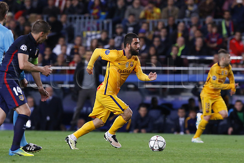 05.04.2016 Nou Camp, Barcelona, Spain. Uefa Champions League Quarter-finals 1st leg. FC Barcelona against Atletico de Madrid.  Arda Turan in open field running