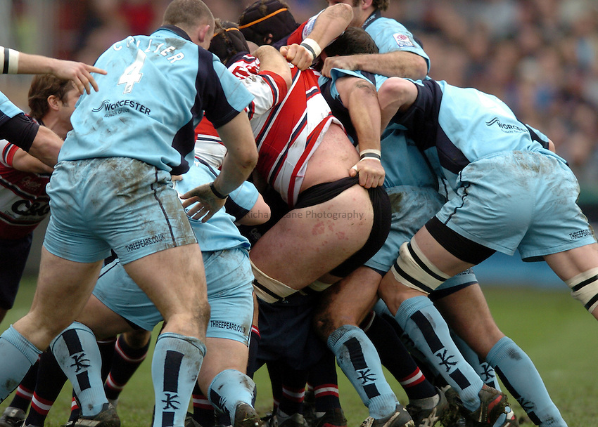 Photo. Henry Browne..Gloucester v Worcester. Zurich  Premiership. 29/01/2005..Peter Buxton shows a bit of cheek..