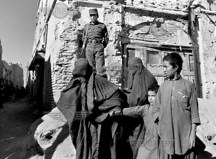 Soviet-backed Afghan governemt soldiers and civilians in Kandahar, Afghanistan on August 15, 1989.