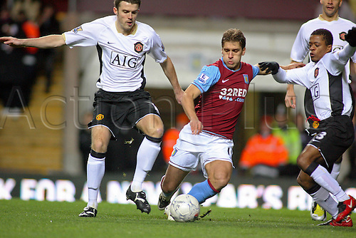 5 January 2008: Aston Villa midfielder Stiliyan Petrov and Michael Carrick compete for the ball during the FA Cup 3rd Round game between Aston Villa and Manchester United played at Villa Park. The game finished 0-2 to Man Utd. Photo: actionplus...football soccer 080105 player