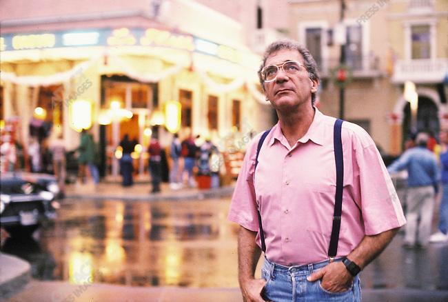 Sydney Pollack, director, on the set of Havana in Santo Domingo, Dominican Republic. March 1990.