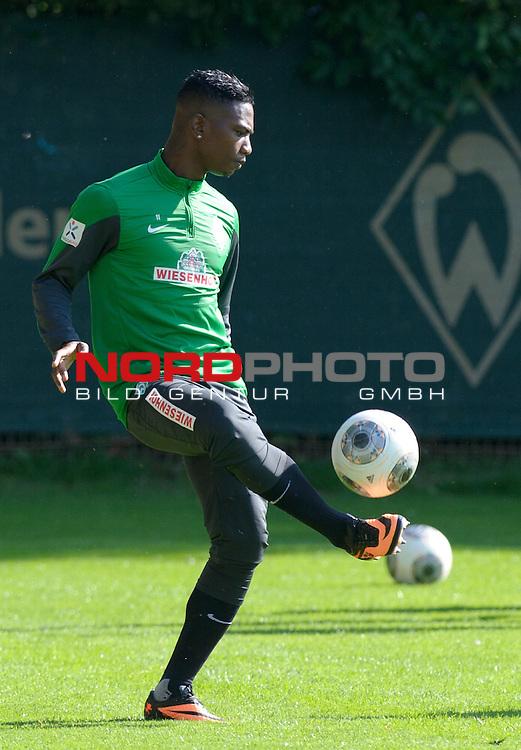 24.08.2013, Trainingsgelaende, Bremen, GER, 1.FBL, Training Werder Bremen, im Bild Eljero Elia (Bremen #11)<br /> <br /> Foto &copy; nph / Frisch