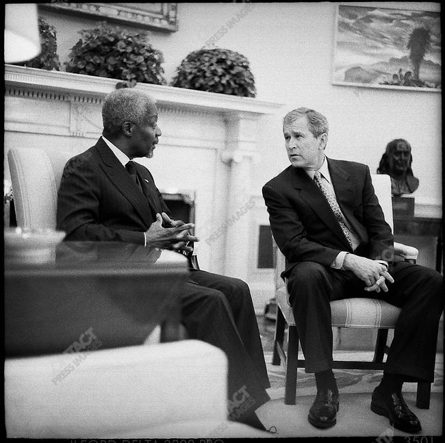Kofi Annan, U.N. Secretary General .White House with Gerge W. Bush