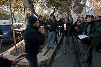 Roma 28 Novembre 2011.Inaugurata la nuova Stazione Tiburtina dell'alta velocità.. Un poliziotto in borghese mostra i pugni ai manifestanti No Tav..