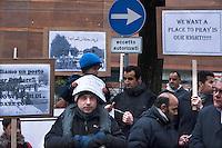 Como, manifestazione degli islamici per chiedere uno spazio per la preghiera