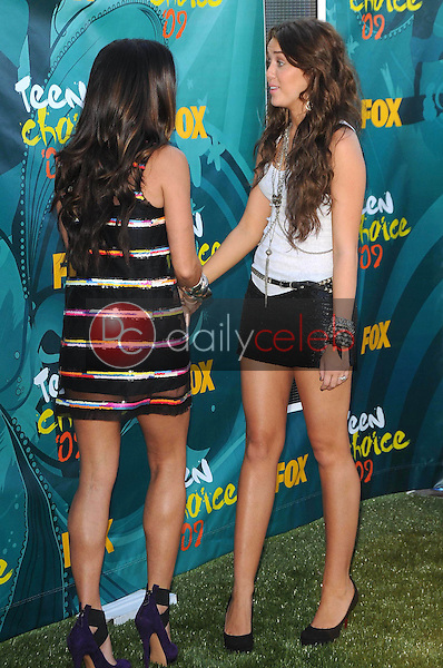 Stacy Ferguson and Miley Cyrus<br />at the Teen Choice Awards 2009. Gibson Amphitheatre, Universal City, CA. 08-09-09<br />Dave Edwards/DailyCeleb.com 818-249-4998