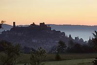 Europe/France/Limousin/19/Corrèze/Turenne: La ville au soleil levant