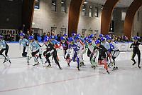SCHAATSEN: LEEUWARDEN: 30-09-2015, Elfstedenhal, 1e competitiewedstrijd Mass Start, Start Dames B, ©foto Martin de Jong