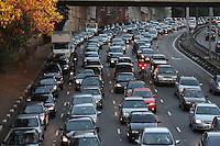 SAO PAULO, SP, 29-05-2012, TRANSITO.  A ligacao Leste-Oeste apresenta transito intenso na manha de hoje (29). Luiz Guarnieri/ Brazil Photo Press.