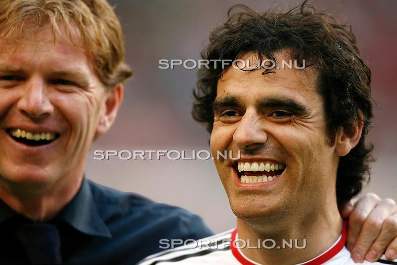 Nederland, Asterdam, 5 mei 2008.Seizoen 2007-2008.Eredivisie Play-offs.Ajax -Heerenveen (3-1).Assistent trainer Alfons Groenendijk (l) en Kenneth Perez (r) van Ajax