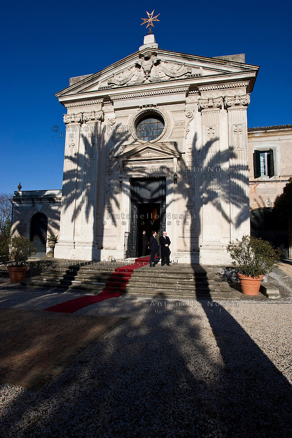 La Chiesa di Santa Maria del Priorato all'interno di Villa Magistrale che rappresenta la sede diplomatica dei Cavalieri di Malta. Il Sovrano Ordine di Malta è uno dei pochi Ordini nati nel Medio Evo ed ancora oggi attivi, con  una propria costituzione e un proprio passaporto.