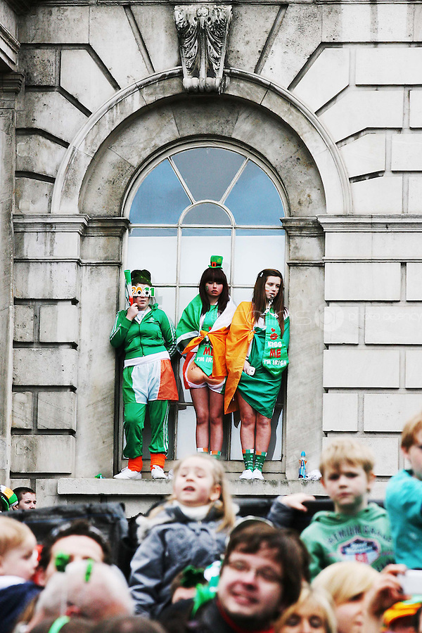 17/3/2011. ST PATRICKS DAY DUBLIN. Revellers are pictured at the City Hall enjoying the Dublin St Patricks Day Parade. Picture James Horan/Collins Photos