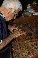 Spanien, Kanarische Inseln, La Palma,  Santa Cruz, Zigarrendreher Señor Roque