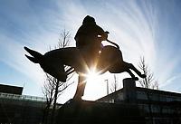 Nederland Hoofddorp  2017.  Beeld van Dik Trom , achterstevoren op een ezel. Dik Trom is de hoofdpersoon in kinderboeken van C.Joh. Kieviet. Het beeld is gemaakt door beeldhouwer<br /> Nico Onkenhout .  Foto Berlinda van Dam / Hollandse Hoogte