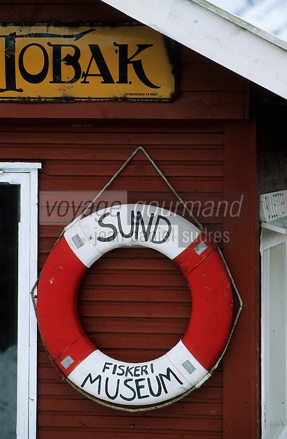 Europe/Norvège/Iles Lofoten/Sund: enseigne du musée en forme de bouée de sauvetage