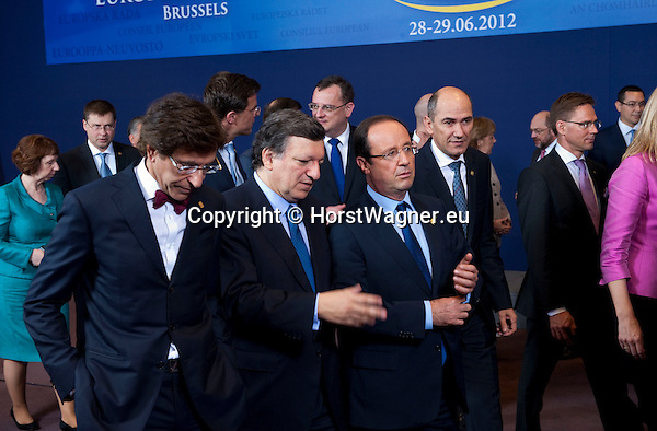 Brussels-Belgium - June 28, 2012 -- European Council, EU-summit meeting of Heads of State / Government; here, get-together for a family picture: i.a., Elio DI RUPO (le), Prime Minister of Belgium; José (Jose) Manuel BARROSO (2.le), President of the European Commission; Francois (François) HOLLANDE (2.ri), President of France; Janez JANSA (ri), Prime Minister of Slovenia -- Photo: © HorstWagner.eu