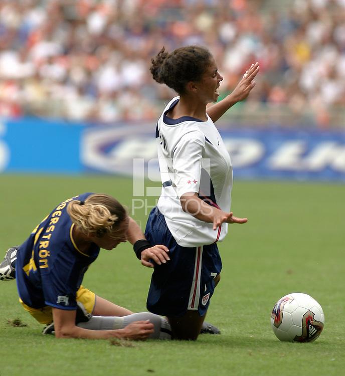 Shannon Boxx vs Fagerstroem(Sweden) 2003WWC US/Sweden