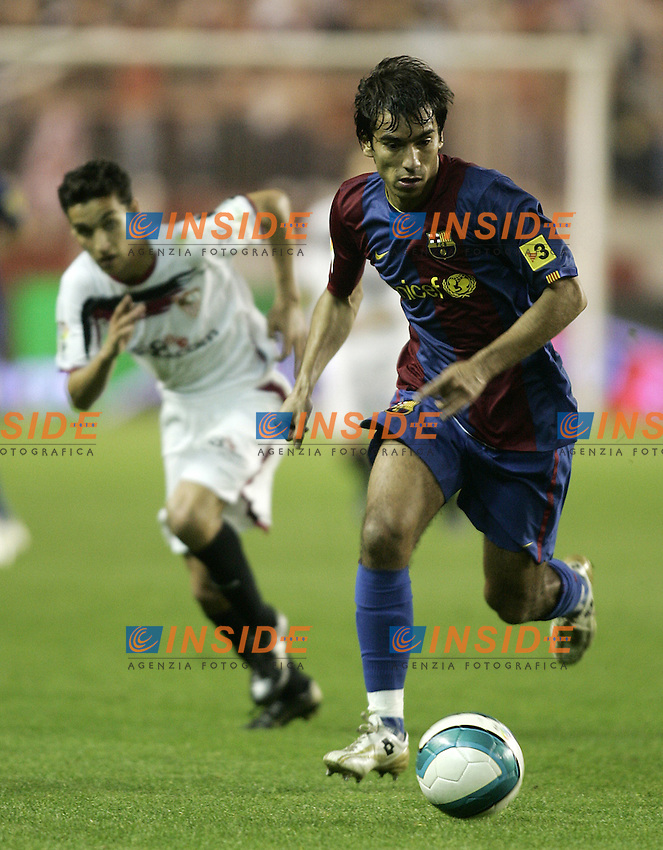 FC Barcelona's Giovanni van Bronckhorst during the Spanish League match between Sevilla  and FC Barcelona at Ramon Sanchez Pizjuan Stadium in Sevilla, Saturday March 03 2007. (INSIDE/ALTERPHOTOS/B.Echavarri). Siviglia Barcellona