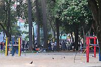 SAO PAULO, SP, 04 Janeiro 2012.Cracolandia localizada na Praca Santa Isabela policia militar verifica os usuarios  (FOTO: ADRIANO LIMA - NEWS FREE)