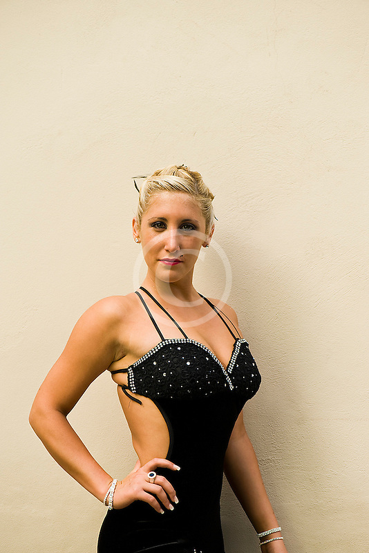 Argentina, Buenos Aires, Tango dancer, solo portrait, young woman