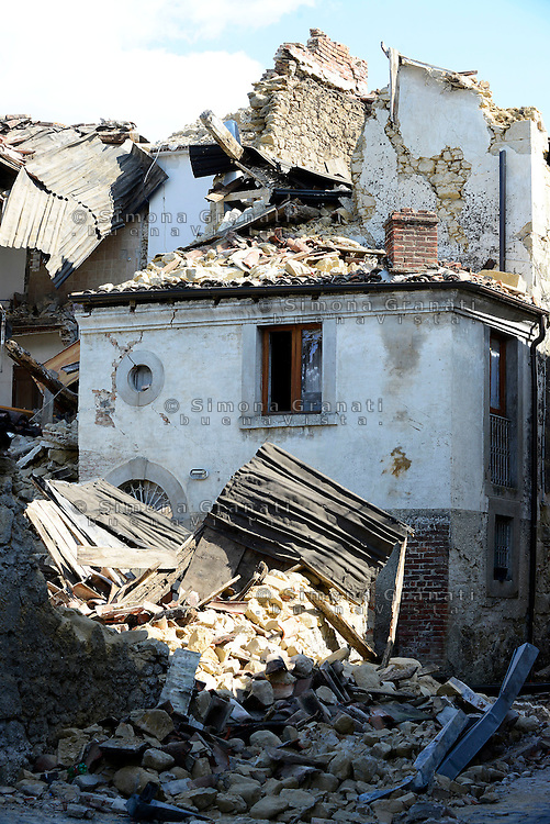 Torrita, Amatrice, 26 Agosto 2016.<br /> Edifici crollati a Torrita, frazione di Amatrice. <br /> L'Italia &egrave; stata colpita da un potente, terremoto di 6,2 magnitudo nella notte del 24 agosto, 2016, che ha ucciso almeno 290 persone .<br /> Collapsed buildings  in Torrita,a hamlet of Amatrice , earthquake in central Italy was struck by a powerful, 6.2-magnitude earthquake in the night of August 24, 2016, Which has killed at least 290 people and devastated hundreds of houses.
