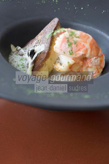 Europe/France/Bretagne/29/Finistère/Carantec: Marinière de grosses langoustines et pétoncles roties, foie gras poêlé, nage de livèche et poireau nouveau recette de Patrick Jeffroy de L'Hotel de Carantec