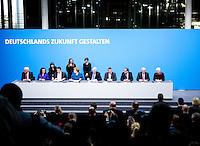Aussenminister Frank-Walter Steinmeier (SPD), Bundesarbeitsministerin Andrea Nahles (SPD), Bundeswirtschaftsminister und Vizekanzler Sigmar Gabriel (SPD), Bundeskanzlerin Angela Merkel (CDU), Bayerns Ministerpraesident Horst Seehofer (CSU), Bundesgesundheitsminister Hermann Groehe (CDU), Bundesverkehrminister Alexander Dobrindt (CSU), der Vorsitzende der CDU/CSU-Fraktion im Bundestag, Volker Kauder (CDU), und Gerda Hasselfeldt, Vorsitzende der CSU-Landesgruppe unterzeichnen am Montag (16.12.13) in Berlin den Koalitionsvertrag.<br /> Foto: Axel Schmidt/CommonLens<br /> <br /> Berlin, Germany, politics, Deutschland, 2013, Gro&szlig;e Koalition, Groko, Koalition, SPD, Koalitionsvertrag, Unterzeichnung, signing