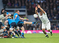 Twickenham, United Kingdom.     Mako VUNIPOLA, attempts to &quot;to block, Giorgio BRONZINI&quot;S clearence kick,  during the  6 Nations International Rugby Match, England vs Italy at the RFU Stadium, Twickenham, England, <br /> <br /> Sunday  26/02/2017<br /> <br /> [Mandatory Credit; Peter Spurrier/Intersport-images]