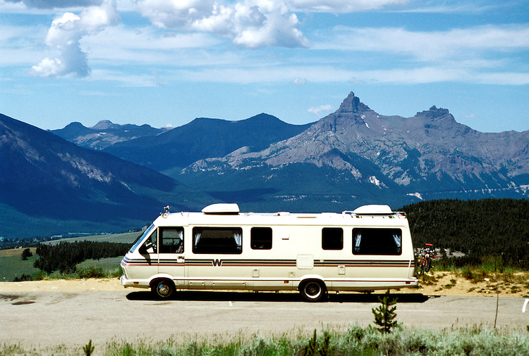 RV Travel Through Wyoming, lifestyle, vacation, horizontal scenic landscape, mountains.Photo copyright Lee Foster, www.fostertravel.com.Photo #: rvstyl105, 510/549-2202, lee@fostertravel.com