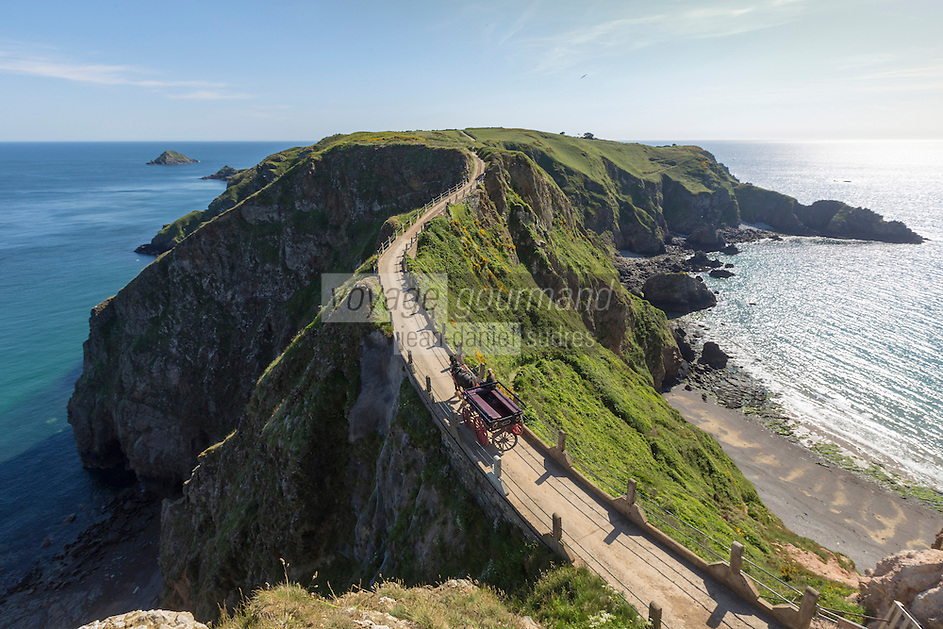Royaume-Uni, îles Anglo-Normandes, île de Sark (Sercq): Isthme de La Coupée entre great Sark et Little Sark //United Kingdom, Channel islands, Sark island, La Coupee