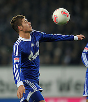 FUSSBALL   1. BUNDESLIGA    SAISON 2012/2013    14. Spieltag   Hamburger SV - FC Schalke 04                               27.11.2012 Roman Neustaedter (FC Schalke 04) Einzelaktion am Ball