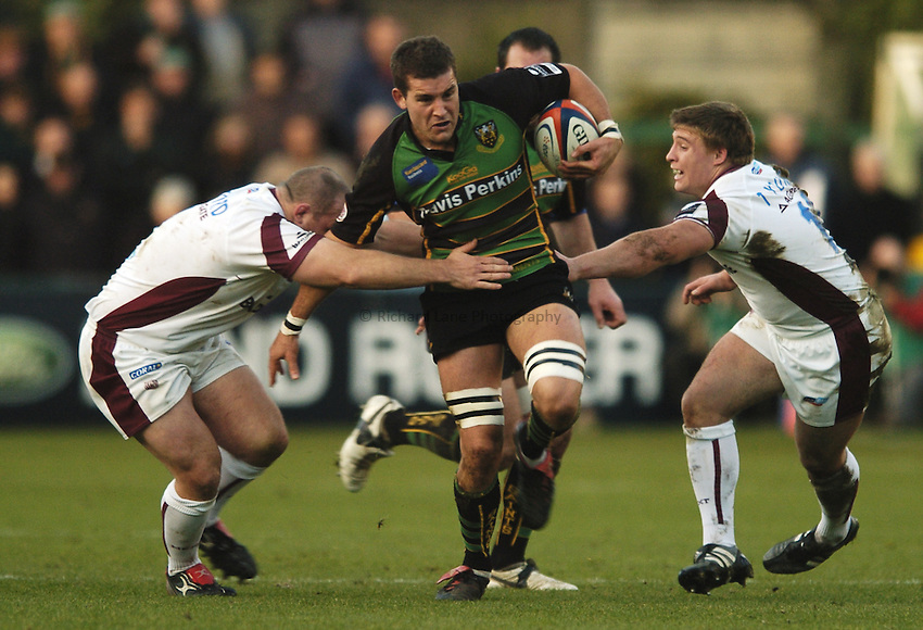 Photo: Jonathan Butler..Northampton Saints v Leicester Tigers. EDF Energy Anglo Welsh Cup. 02/12/2006..Mark Easter of Northampton goes between Michael Holford (Left) and Tom Youngs (Right) of Leicester.