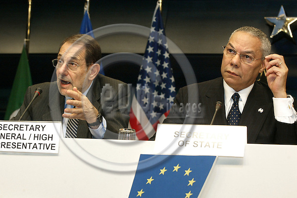 BRUSSELS - BELGIUM - 18 NOVEMBER 2003 -- Press conference after the USA / EU- Council meeting.--Javier SOLANA (L) the High Representative for CFSP with Colin POWELL, the US State Secretary for Foreign Affairs during the press conference. -- PHOTO: JUHA ROININEN / EUP-IMAGES