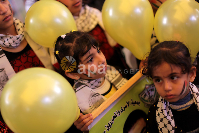 Palestinian children take part a protest in front of the Red Cross offices in Gaza city, on Apr. 15, 2013 in solidarity with Palestinian prisoners held by Israel to demand their release from detention without trial. Photo by Ashraf Amra