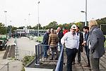 AMSTELVEEN - KNHB direkteur Erik Gerritsen  en mevrouw Elvire Wagener, achternichtje van Joop Wagener sr. , hebben samen , symbolisch , de eerste paal geslagen van de nieuwe tribune van het Wagener hockeystadion. COPYRIGHT KOEN SUYK.