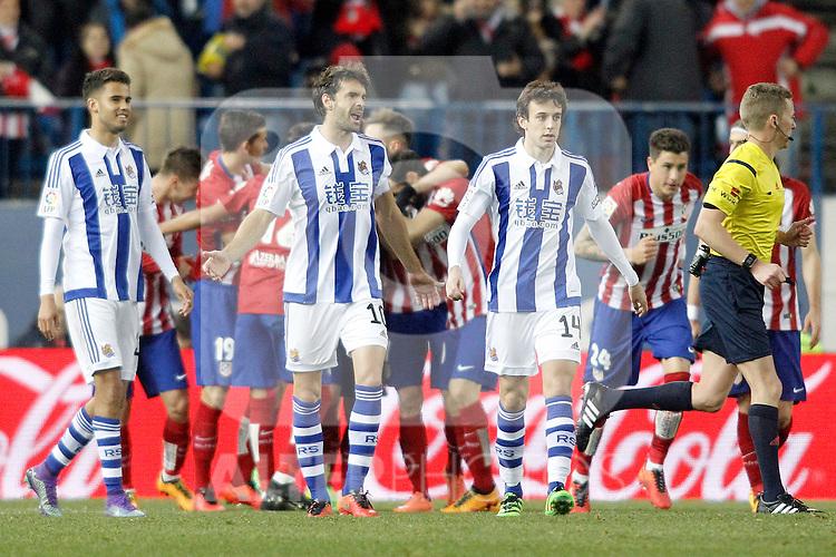 Atletico de Madrid's players celebrate goal in presence of Real Sociedad's Diego Reyes, Xabi Prieto and Ruben Pardo during La Liga match. March 1,2016. (ALTERPHOTOS/Acero)