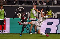 Danny da Costa (Eintracht Frankfurt) gegen Lucas Alario (Bayer Leverkusen) - 18.10.2019: Eintracht Frankfurt vs. Bayer 04 Leverkusen, Commerzbank Arena, <br /> DISCLAIMER: DFL regulations prohibit any use of photographs as image sequences and/or quasi-video.