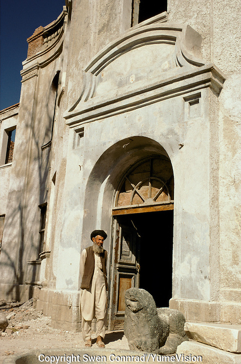 The entry door of the National Museum in 1999 with is door keeper..Under the Taleban government in 1996-2001, the National Museum star to be rebuild. Kabul, Afghanistan.