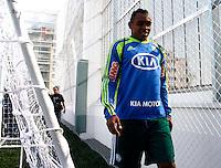SÃO PAULO,SP,06 AGOSTO 2012 - VISITA JOGADORES OBRAS ARENA PALESTRA<br /> Obina jogador do Palmeiras  duarante visita na tarde de hoje as obras da Arena Palestra.FOTO ALE VIANNA/BRAZIL PHOTO PRESS.