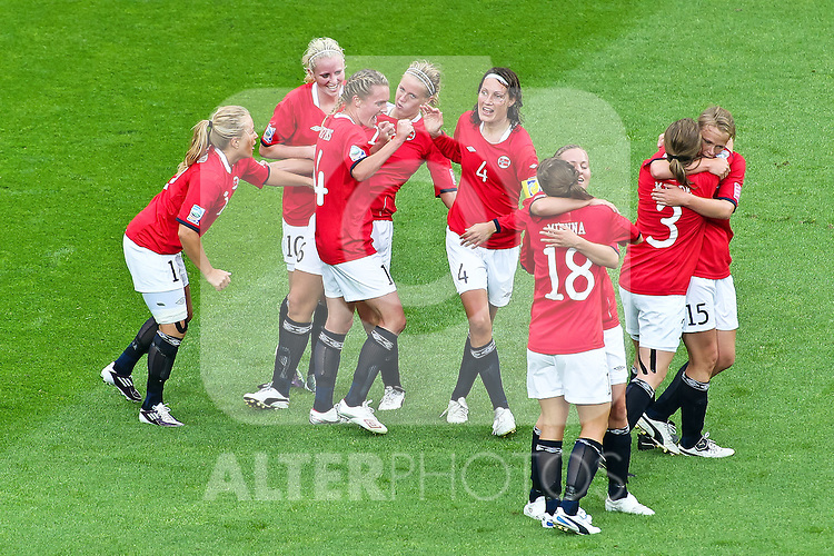 06.07.2011, FIFA Frauen-WM-Stadion Leverkusen, Leverkusen, GER, FIFA Women Worldcup 2011, Gruppe D, Australien (AUS) vs. Norwegen (NOR), im Bild:  Jubel nach dem 0:1 durch Elise Thorsnes (Norgwegen) (4L)   // during the FIFA Women´s Worldcup 2011, Pool D, Australia vs Norway on 2011/06/28, FIFA Frauen-WM-Stadion Leverkusen, Leverkusen, Germany.   EXPA Pictures © 2011, PhotoCredit: EXPA/ nph/  Mueller *** Local Caption ***       ****** out of GER / CRO  / BEL ******
