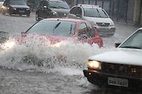 FOTO EMBARGADA PARA VEICULOS INTERNACIONAIS. SAO PAULO,  SP, 06-12-2012, CHUVA. A cidade de Sao Paulo sofreu com mais uma chuva forte na tarde dessa Quinta-feira (6). uma das regioes mais afetadas foi a zona leste. Na foto a RADIAL LESTE.Luiz Guarnieri/ Brazil Photo Press.