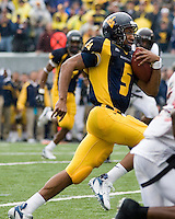 11 November 2006: West Virginia quarterback Pat White..The West Virginia Mountaineers defeated the Cincinnati Bearcats 42-24 on November 11, 2006 at Mountaineer Field, Morgantown, West Virginia..