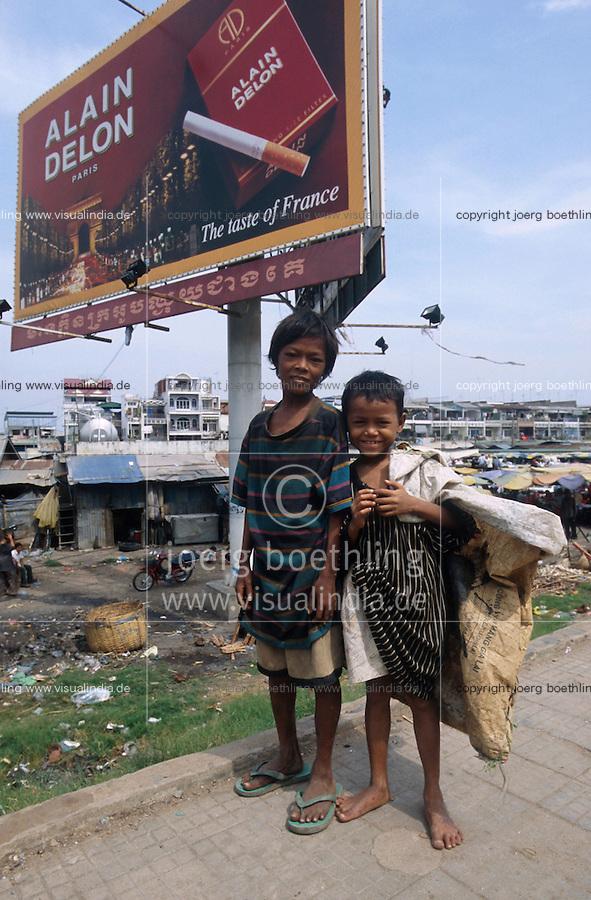 CAMBODIA city Phnom Penh, street children collect garbage / KAMBODSCHA Phnom Penh, Strassenkinder sammeln Muell