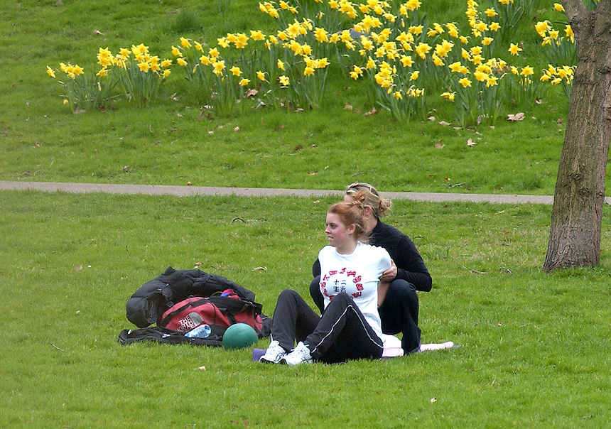 PRINCESS Beatrice of York WORKOUT WITH A PERSONAL TRAINER IN GREEN PARK.Long lens image. PIC JAYNE RUSSELL.30.3.09