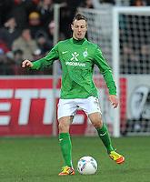 FUSSBALL   1. BUNDESLIGA   SAISON 2011/2012    20. SPIELTAG  05.02.2012 SC Freiburg - SV Werder Bremen Francois Affolter (SV Werder Bremen) am Ball